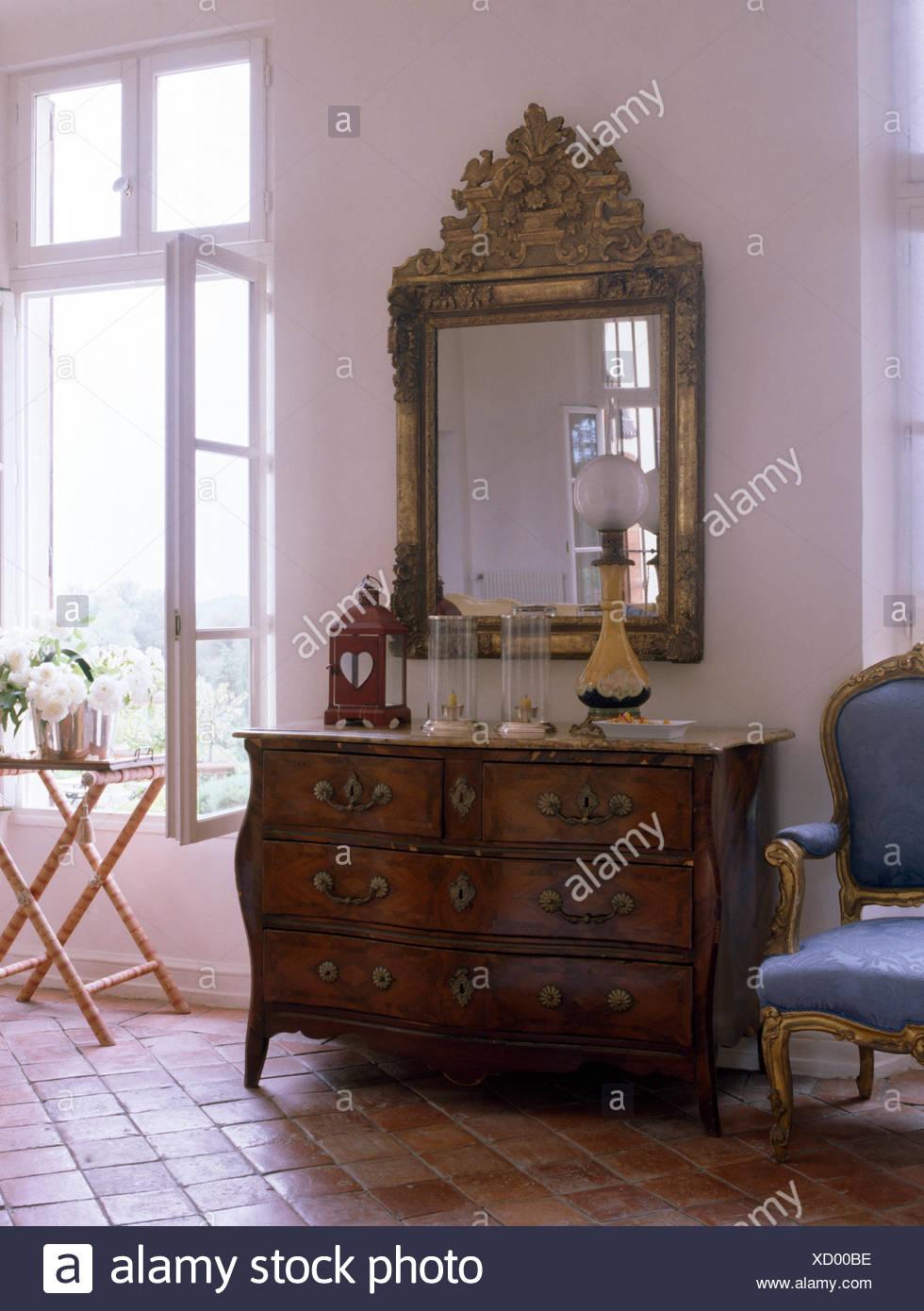 Cassettiera Da Camera Da Letto.Specchio Antico E Cassettiera In Bianco Paese Francese Camera Da