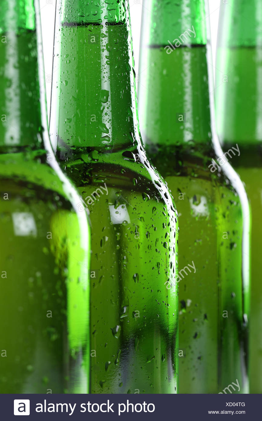 Alcol Bier Getränke in Flaschen Foto Stock