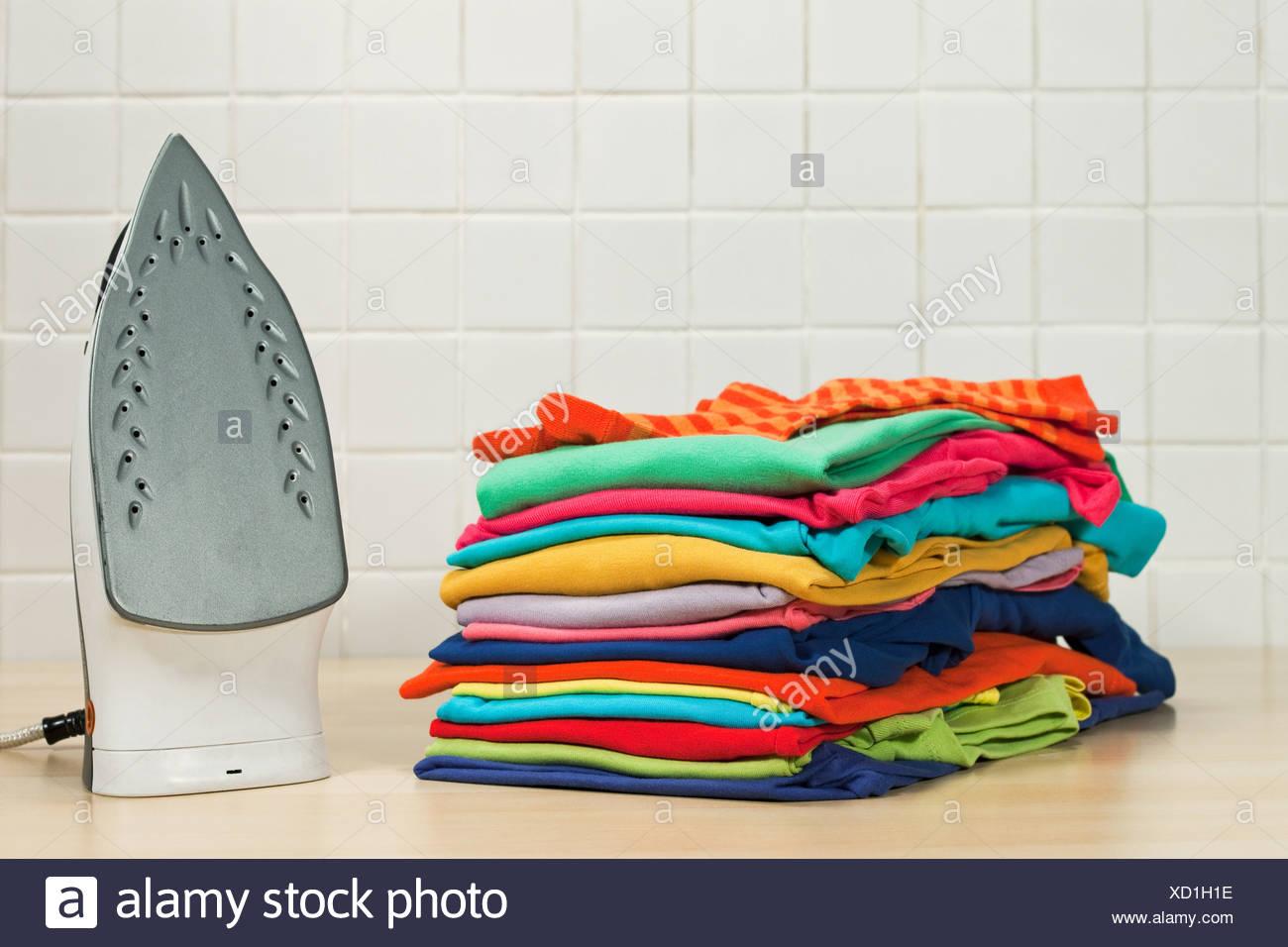 Pulizia Ferro Da Stiro pile di pulire il servizio di lavanderia e ferro da stiro