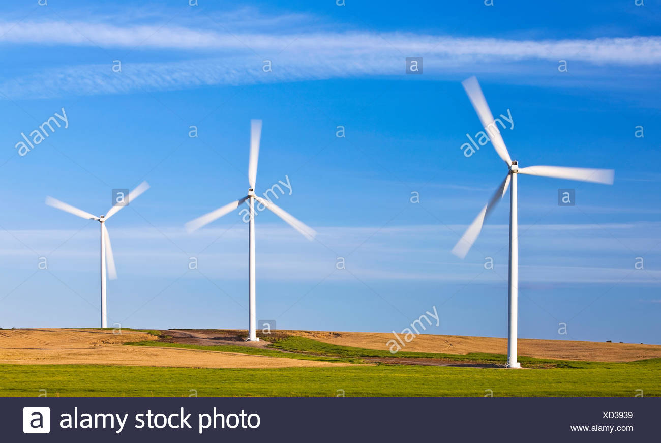 L'energia eolica turbine, motion blade sfocate, San Leon, Manitoba, Canada Immagini Stock