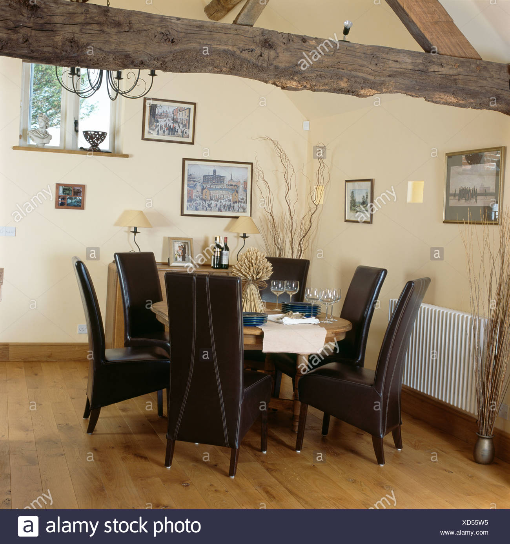 Sedia Sala Da Pranzo Pelle.Alti In Pelle Nera Moderne Sedie E Tavolo In Legno Nel Paese Di