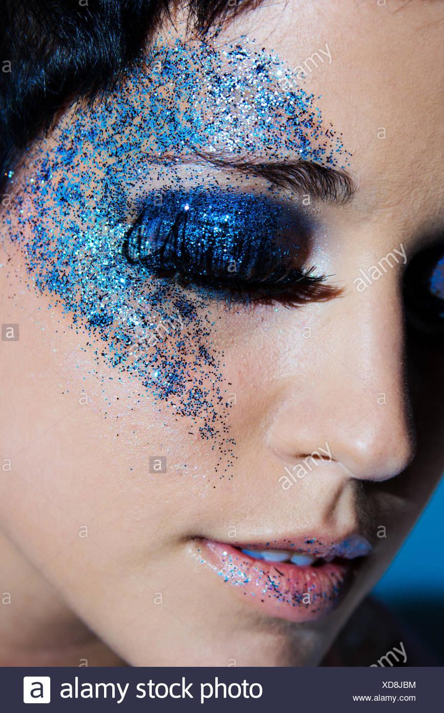 Trucco blu sottolinea l'occhio Immagini Stock