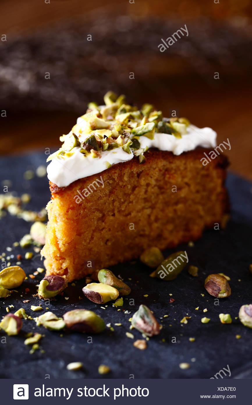 Fetta di torta con pistacchi Immagini Stock