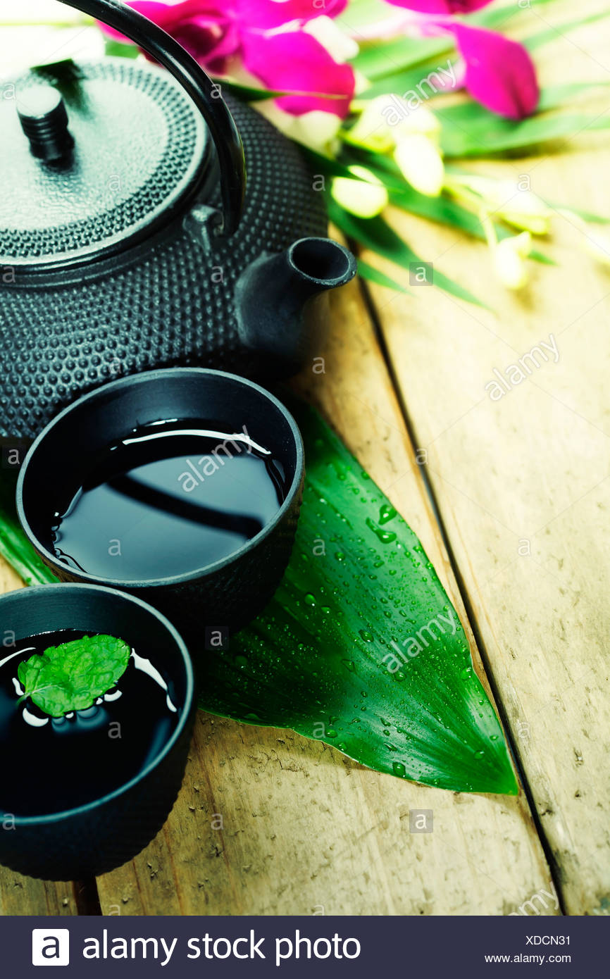 Asian set da tè sul tavolo di legno Immagini Stock