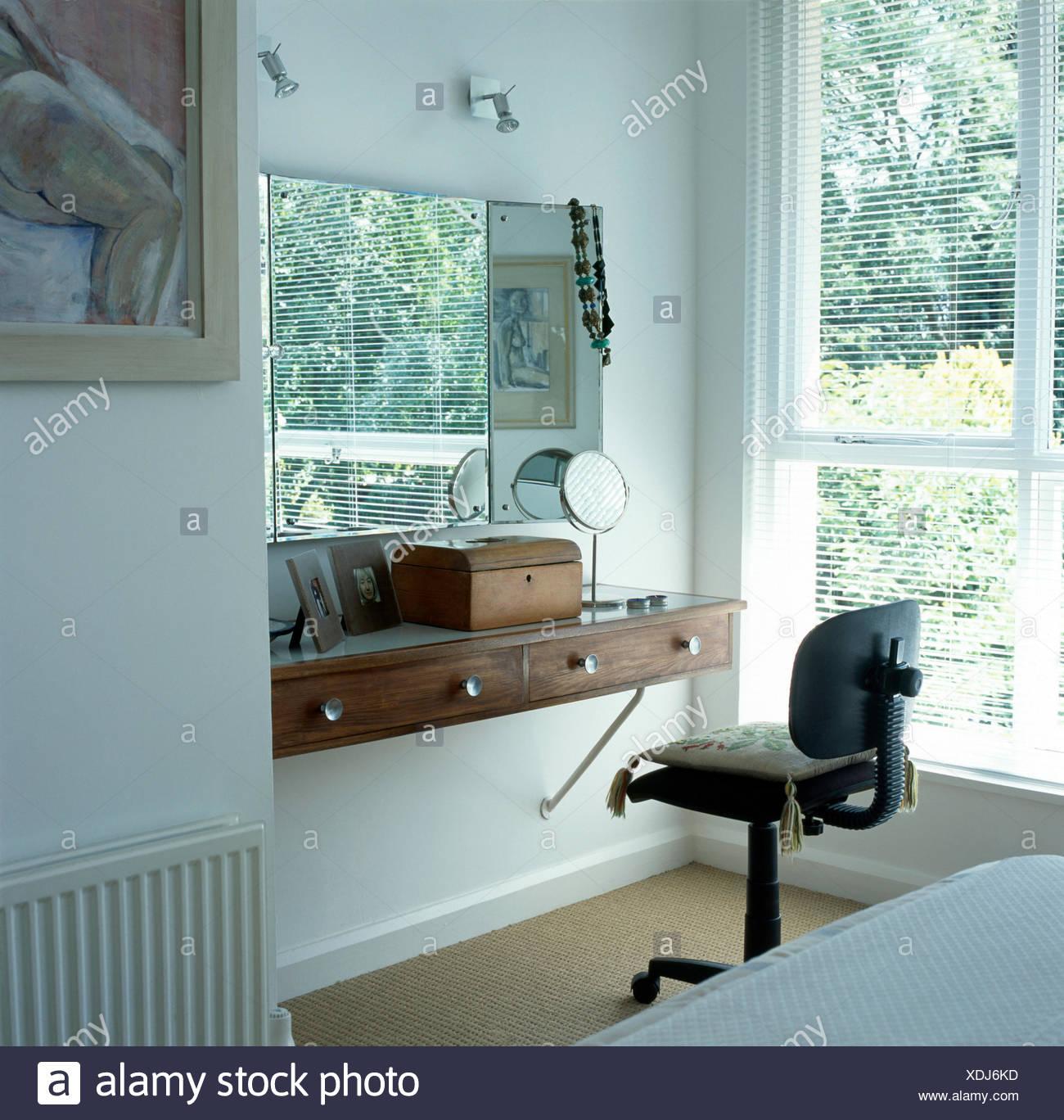 Toeletta Moderna Da Camera.Sedia Da Ufficio A Semplice Toeletta Ripiano Sottostante A