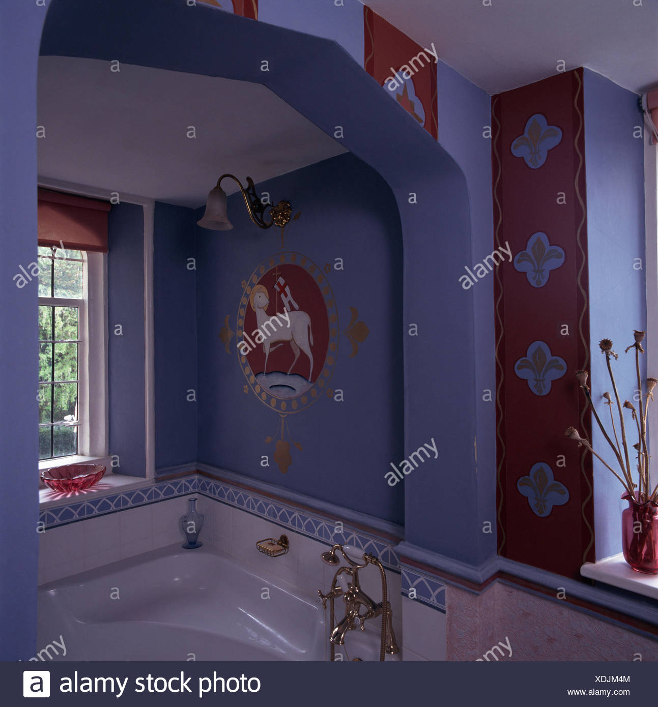 Nineties bathroom immagini nineties bathroom fotos stock alamy - Vasca da bagno ad angolo ...