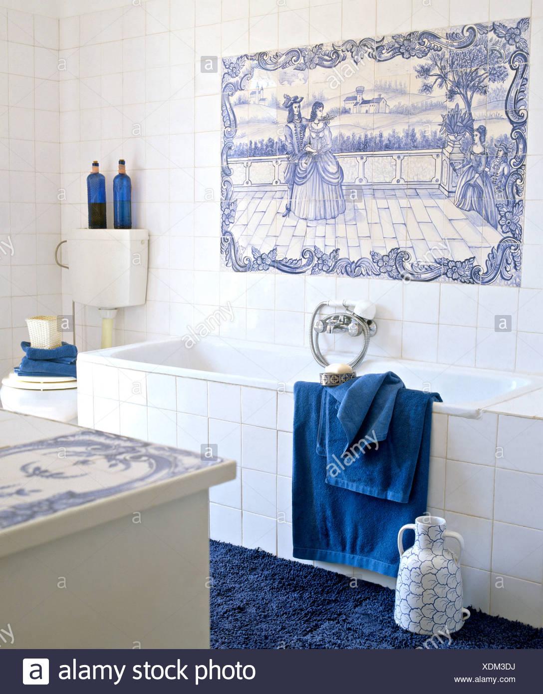 Bagno Con Mattonelle Blu.Blue Piastrellate Di Bianco Pannello Decorativo Al Di Sopra