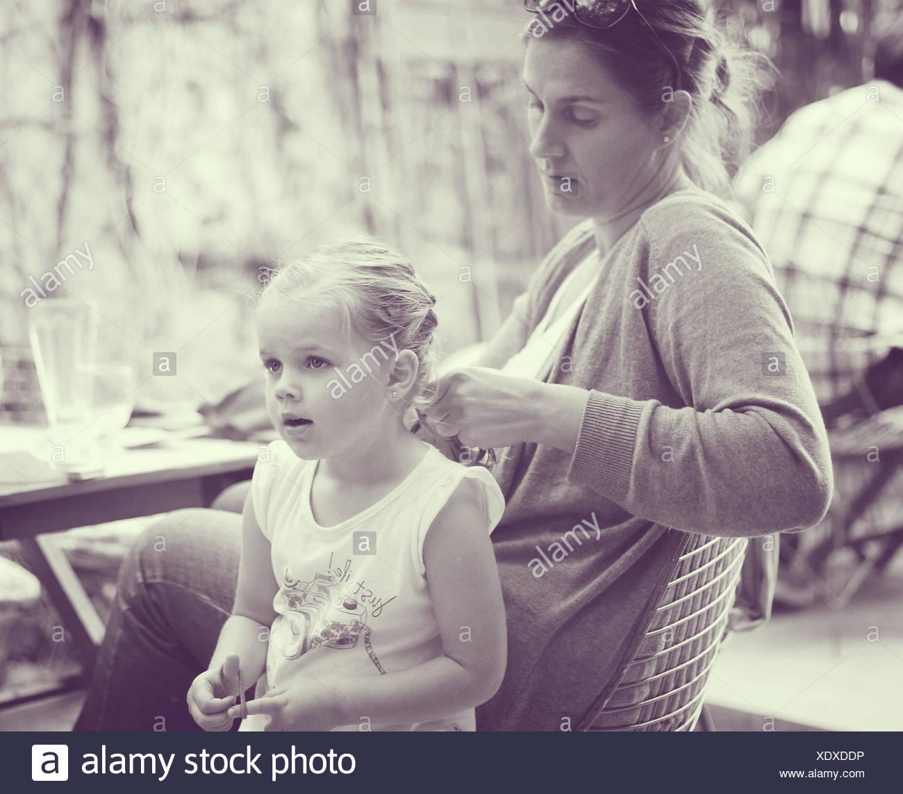 Calza di madre figlia di capelli Foto Stock
