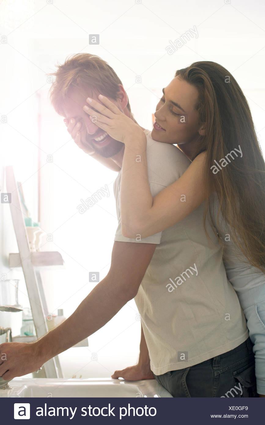 Donna sorprendente fidanzato Immagini Stock