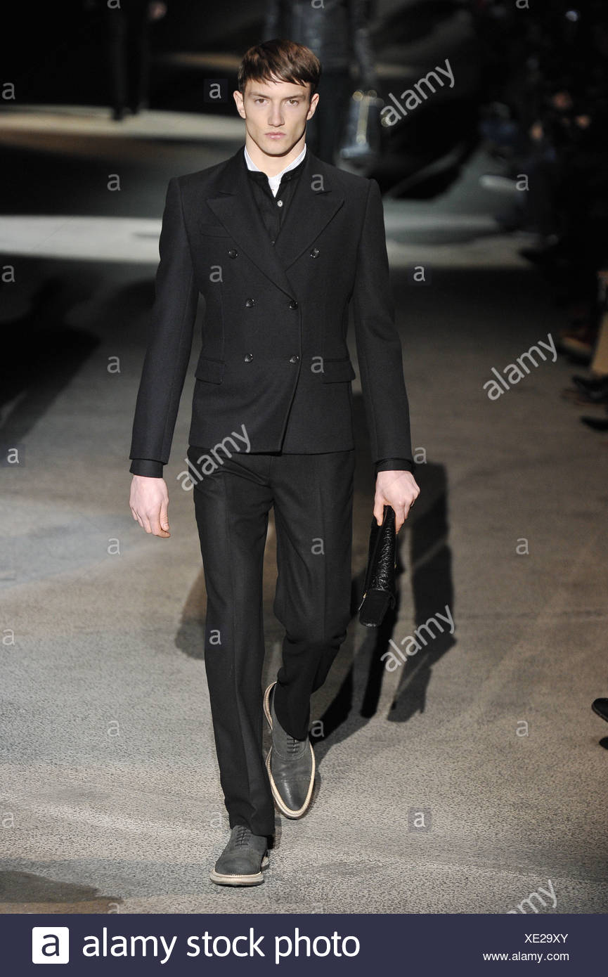 eca1ea0600 Louis Vuitton Paris Menswear Male Immagini & Louis Vuitton Paris ...