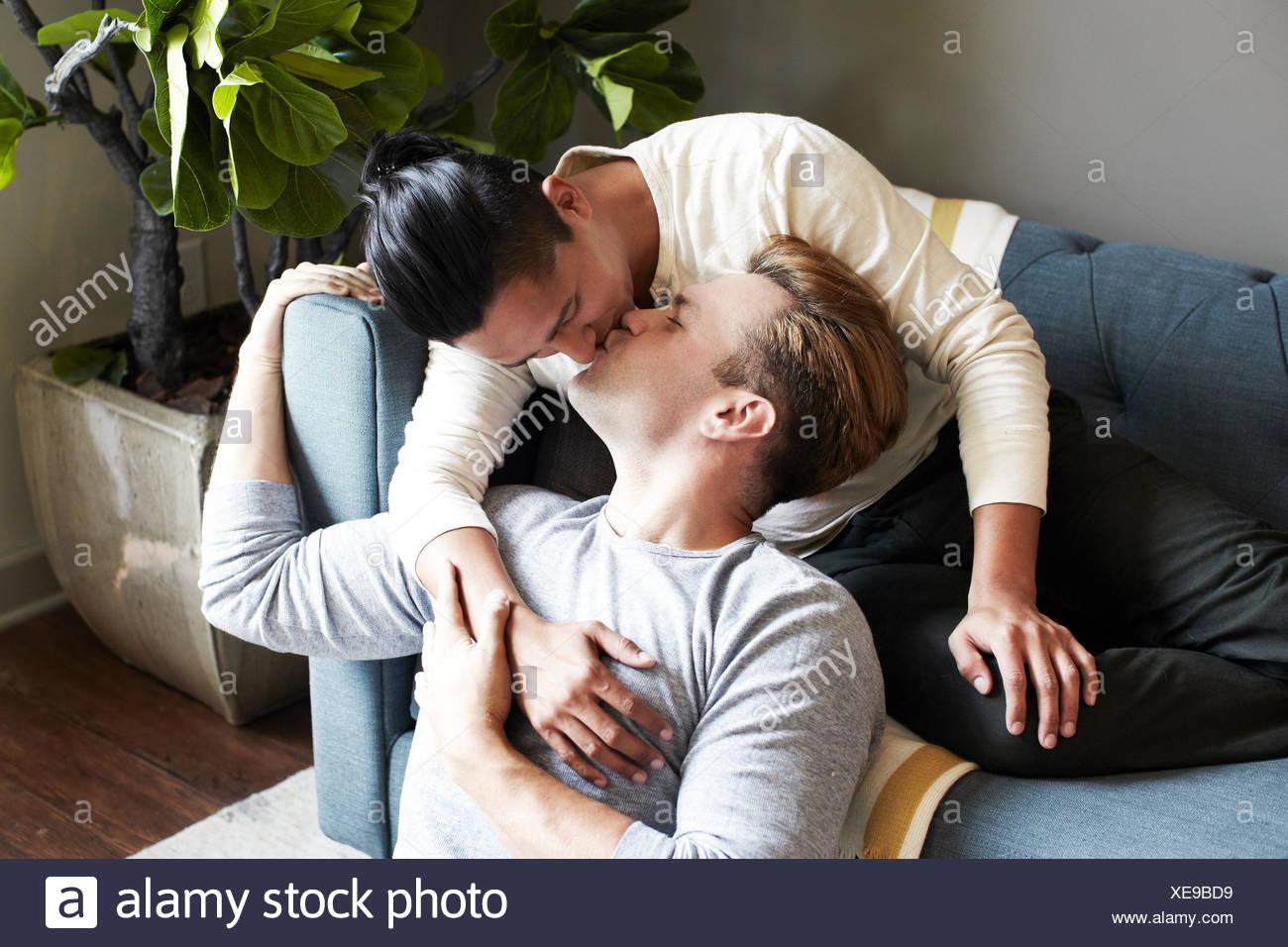 Coppia omosessuale kissing Immagini Stock
