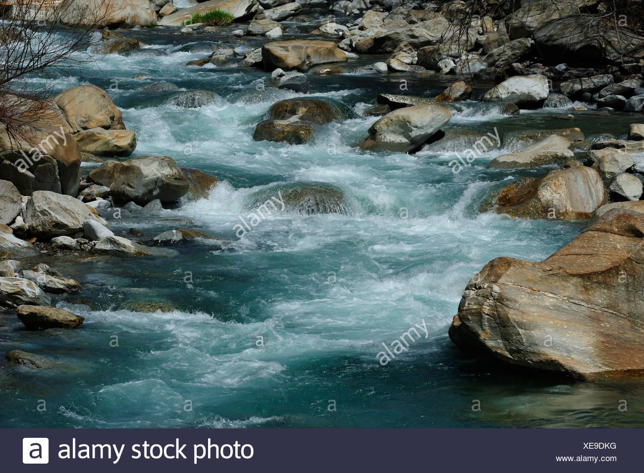 Letto Del Fiume.Fiume Ticino Fiume Acqua Fluente Il Letto Del Fiume Alpi