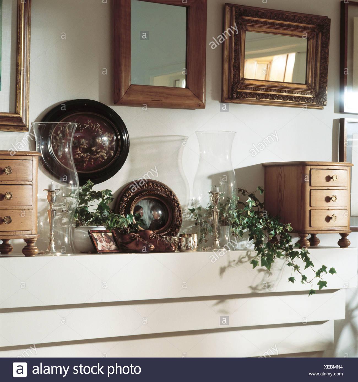Piccole Cassettiere In Legno.Homesdetail Reale Del Salotto Interno Con Ornamenti Sul Camino