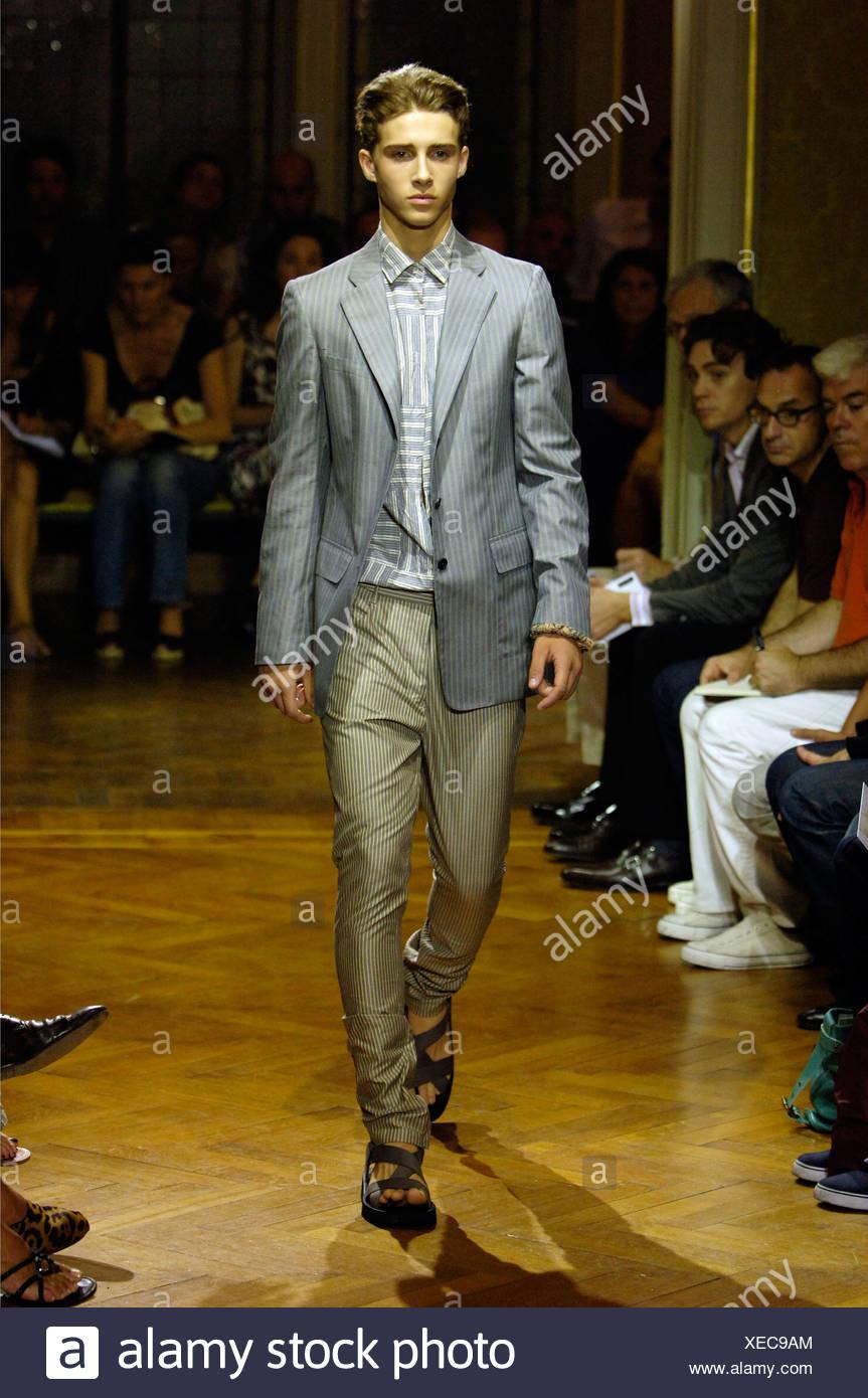 watch 26840 947e5 Miu Miu Milano pronto a indossare abbigliamento Uomo ...