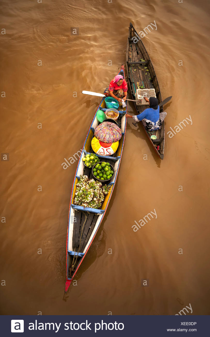 Indonesia, Sud Kalimantan, Banjarmasin, tradizionale mercato galleggiante Immagini Stock