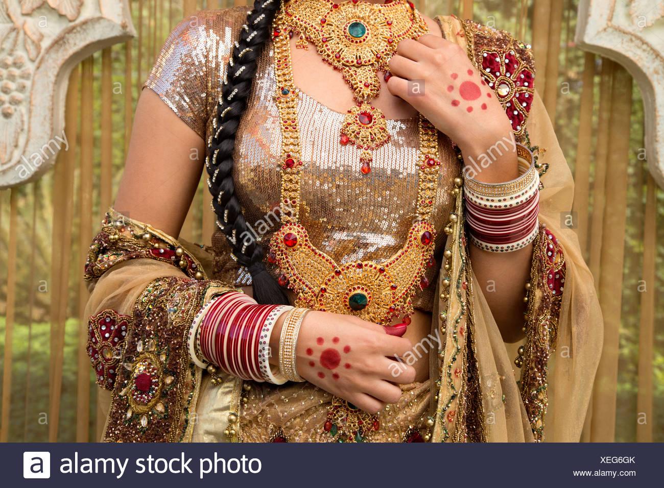 Vestiti Da Sposa Indiani.Sposa Indiano Nel Tradizionale Abito Da Sposa Foto Immagine