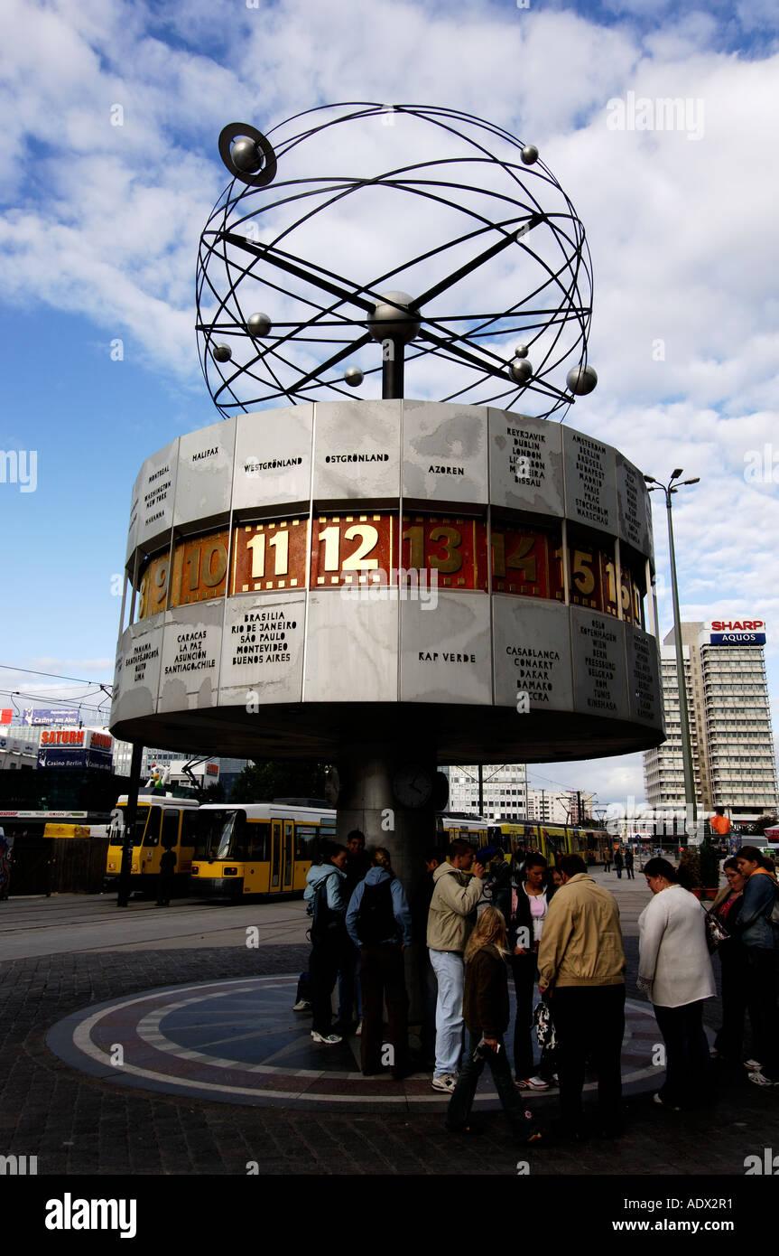 Berlim o mundo relógio em tempo a Alexanderplatz Imagens de Stock