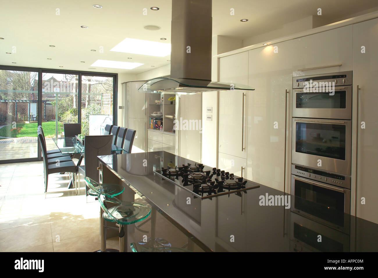 Bancada De Granito Preto Na Ilha Unidade Em Openplan Moderna Cozinha