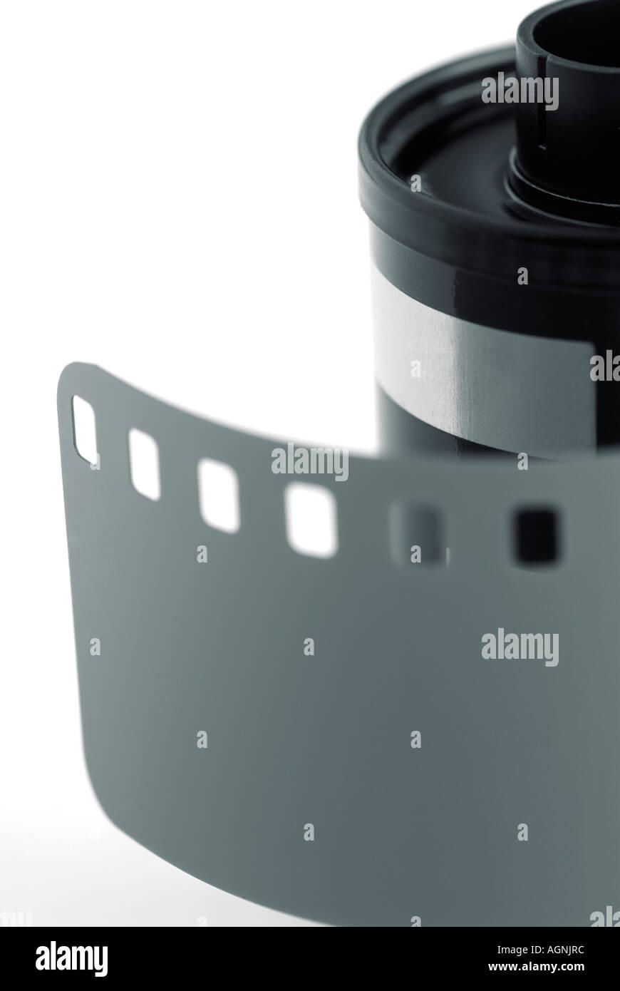 Rolo de película fotográfica de 35mm com líder fora Imagens de Stock