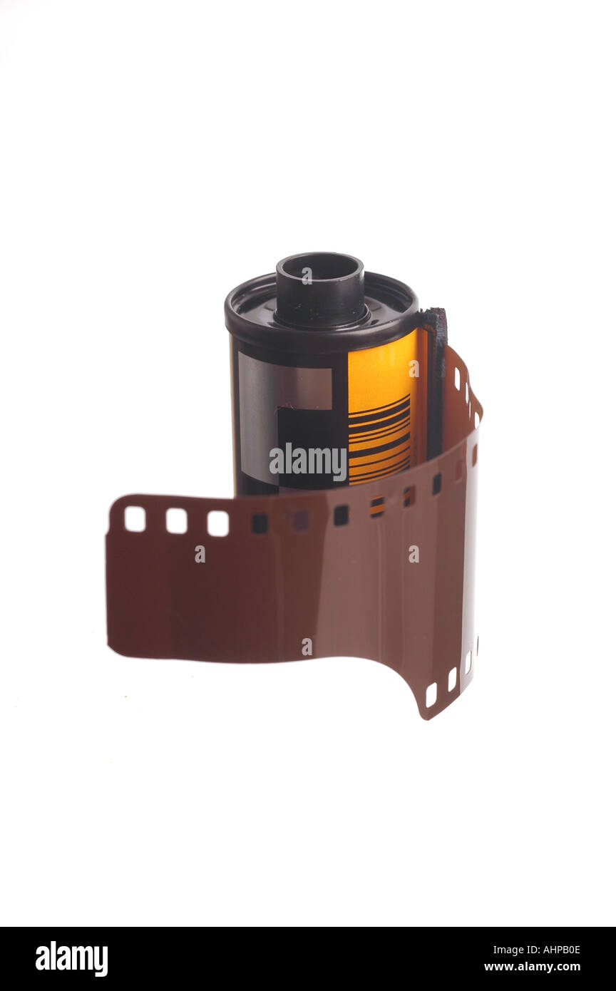 Um rolo de filme 35mm canister de filme com fundo branco puro simples Imagens de Stock
