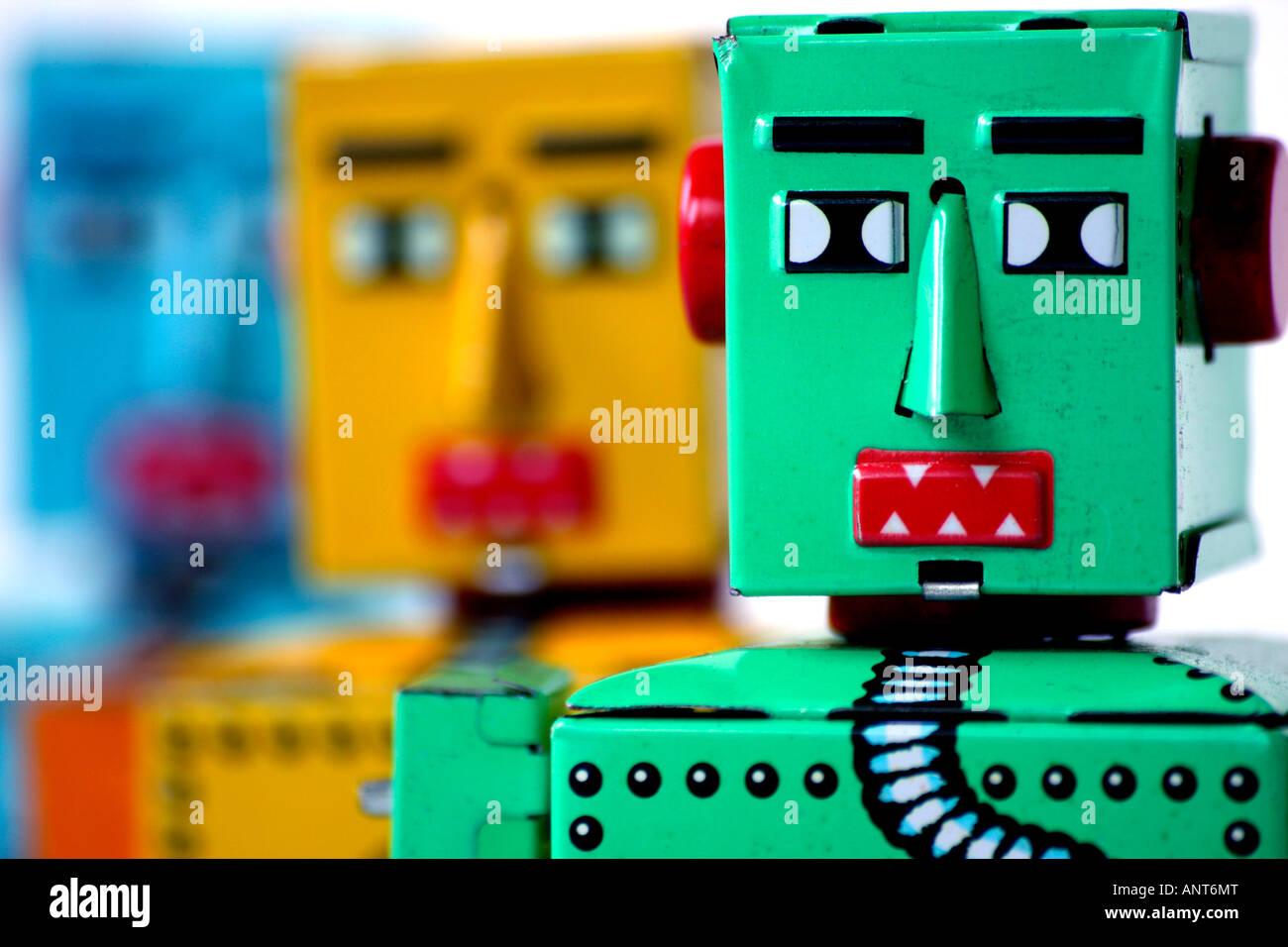 3 Chinês fabricados de flandres relógio robôs de brinquedo Imagens de Stock