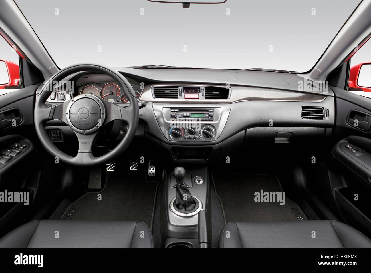2006 Mitsubishi Lancer Evolution IX Em Vermelho   Painel De Bordo, Consola  Central, Vista De Mudança De Marchas