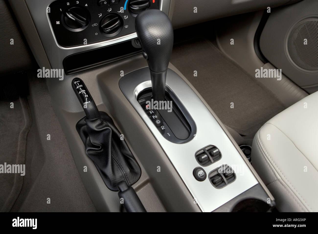 2007 Jeep Liberty Limited Em Vermelho   A Alavanca De Mudança De  Marcha/consola Central