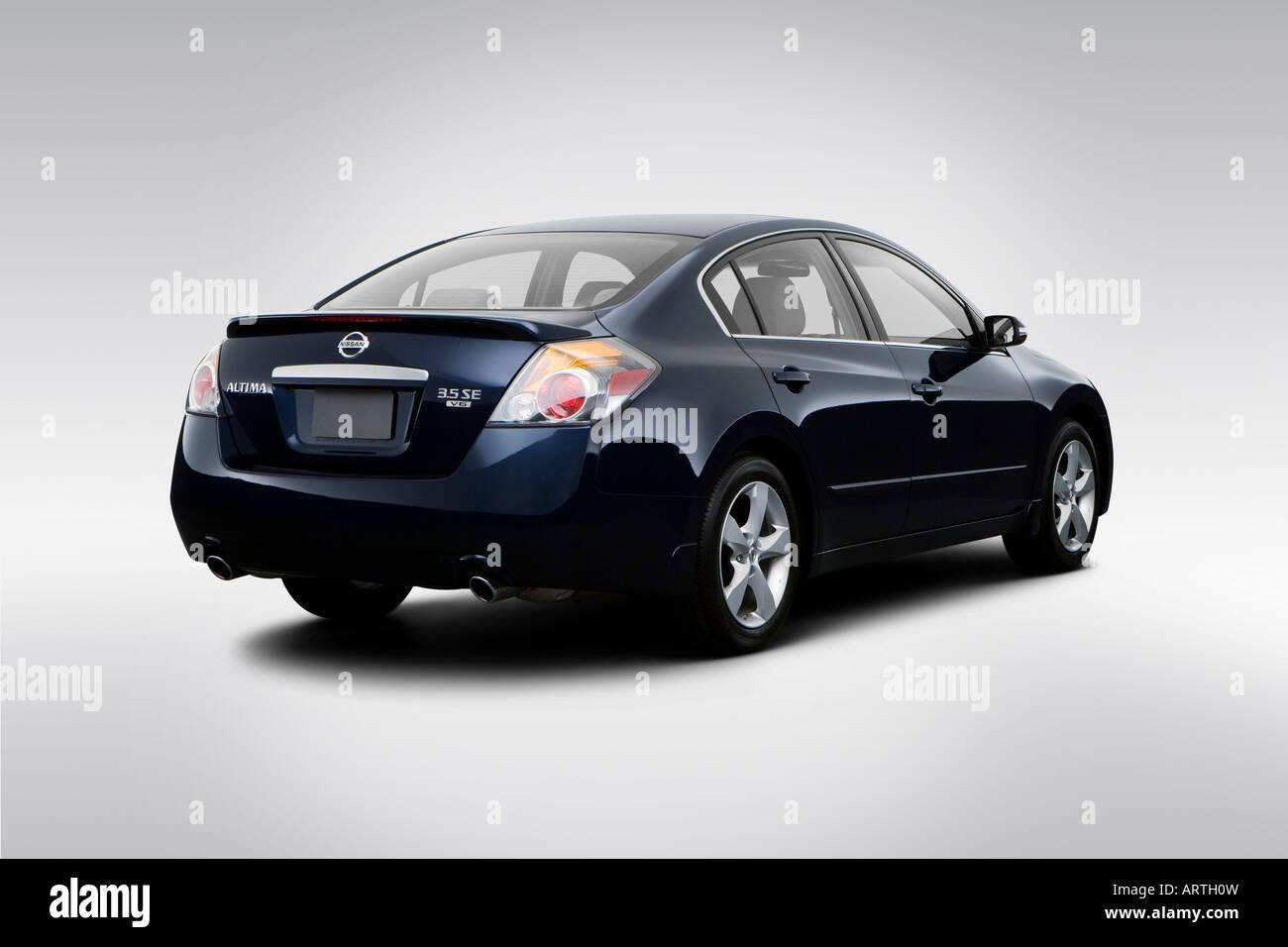 2008 Nissan Altima 3.5 SE Em Azul   Visão De ângulo Traseiro