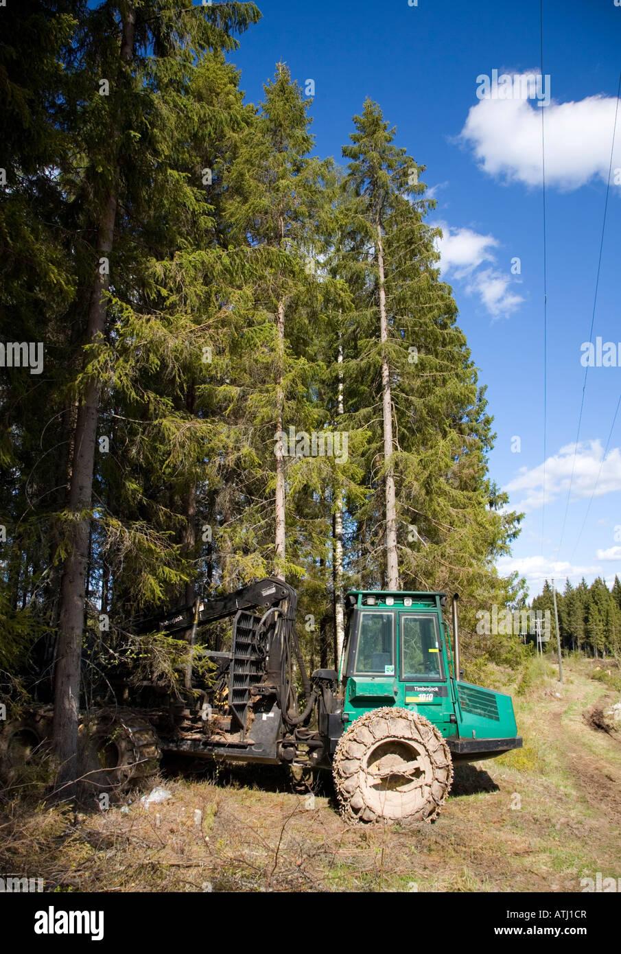 Timberjack fotos timberjack imagens de stock alamy livro verde timberjack 1010 colhedora estacionada para a floresta de borda de floresta finlndia imagens fandeluxe Gallery