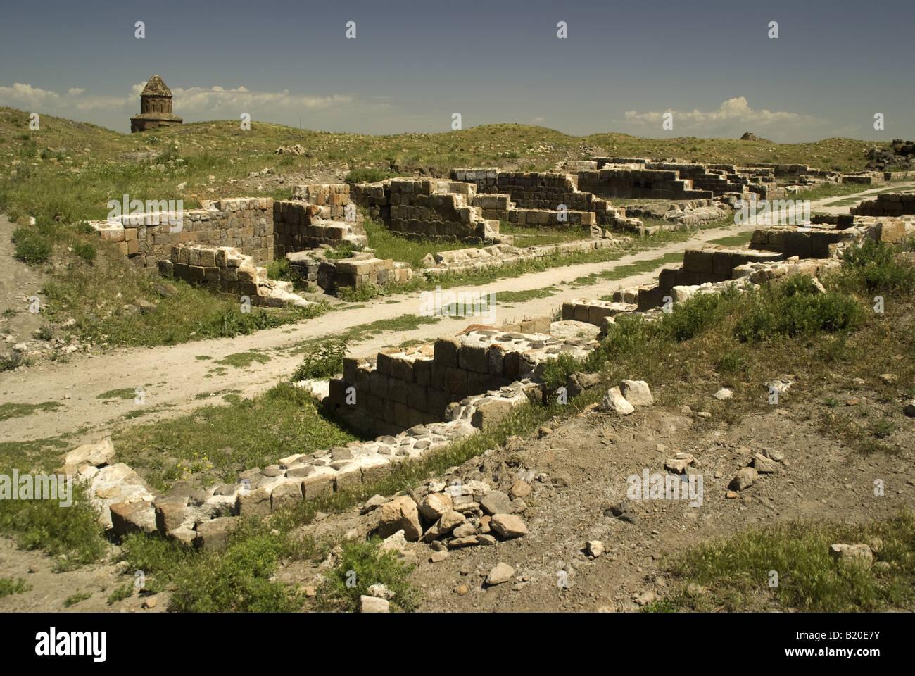 Continua a ser da rua de lojas em Ani, arruinou a capital do Reino Arménio, no leste da Turquia fronteira com Imagens de Stock