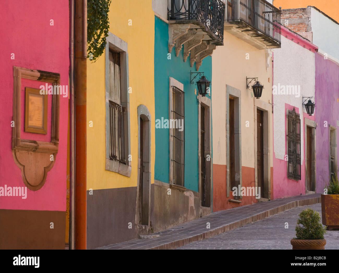 Negrito E Cores Bonitas S O Pintados Nas Paredes Das Casas No Centro  -> Fotos De Paredes Bonitas