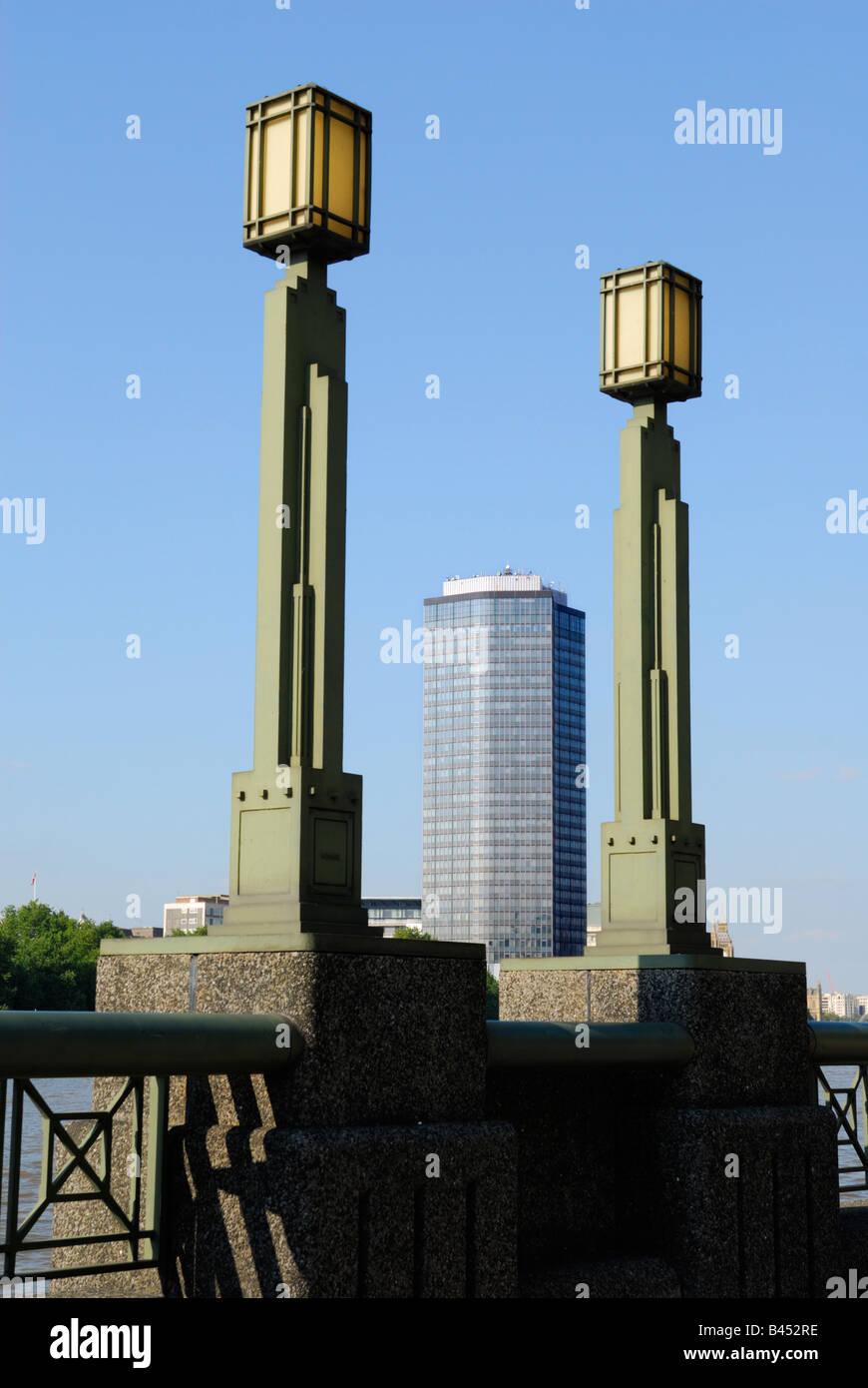 Vista de Millbank Tower, Londres, estilo art deco entre dois ...