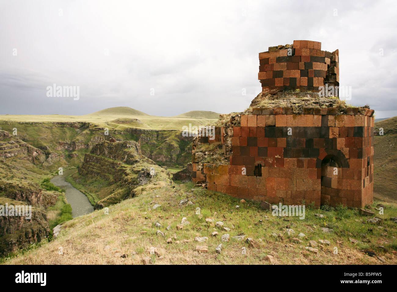Olhando para Kizkale em Ani, a cidade velha agora abandonado, perto da fronteira com a Arménia Imagens de Stock