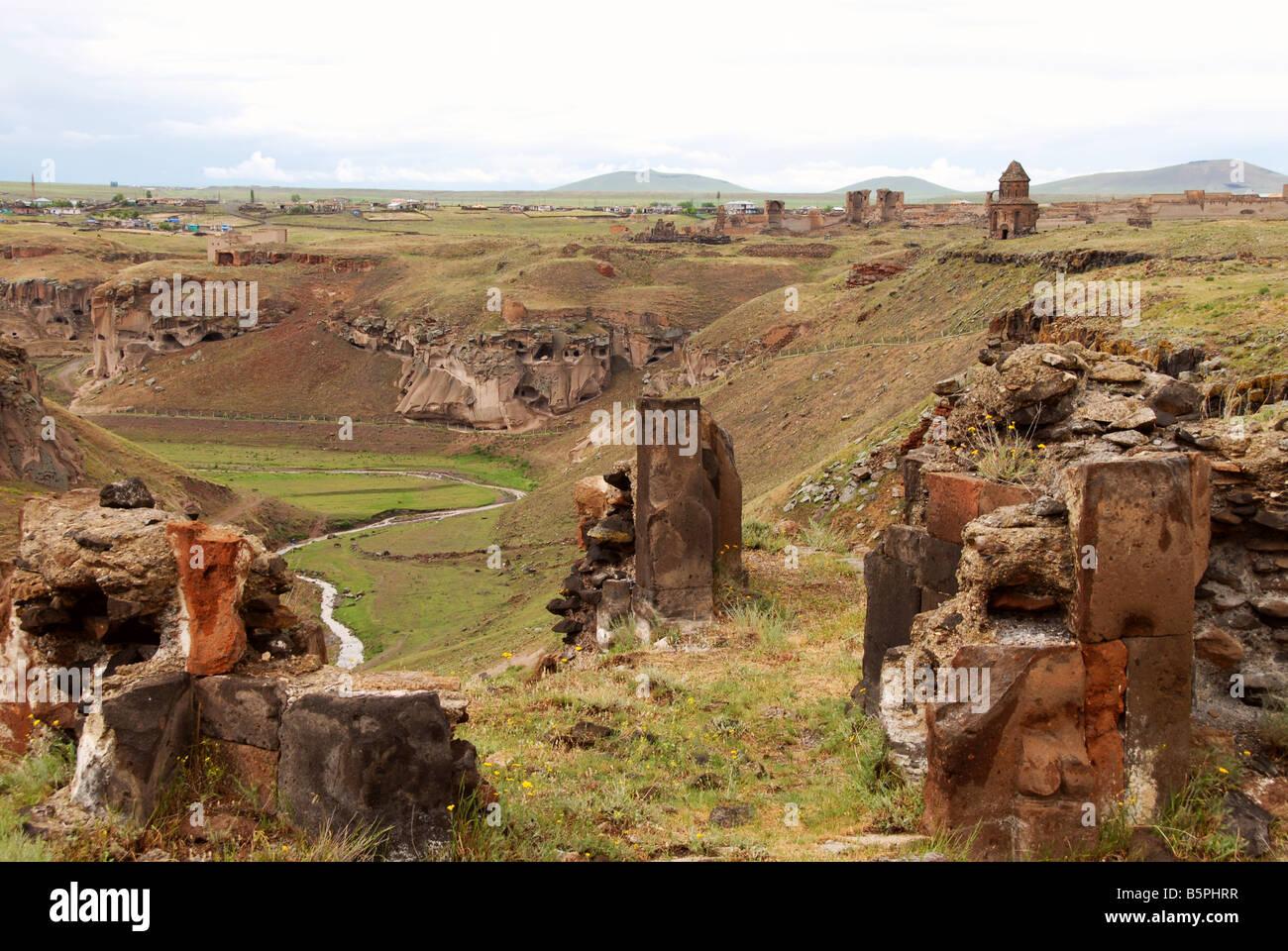 Ani, a cidade velha agora abandonado, perto da fronteira com a Arménia Imagens de Stock