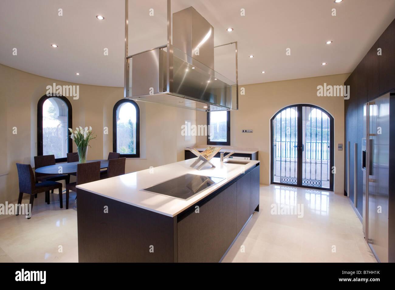 Unidade De Ilha Em Cozinha Moderna Sala De Jantar No Apartamento Do