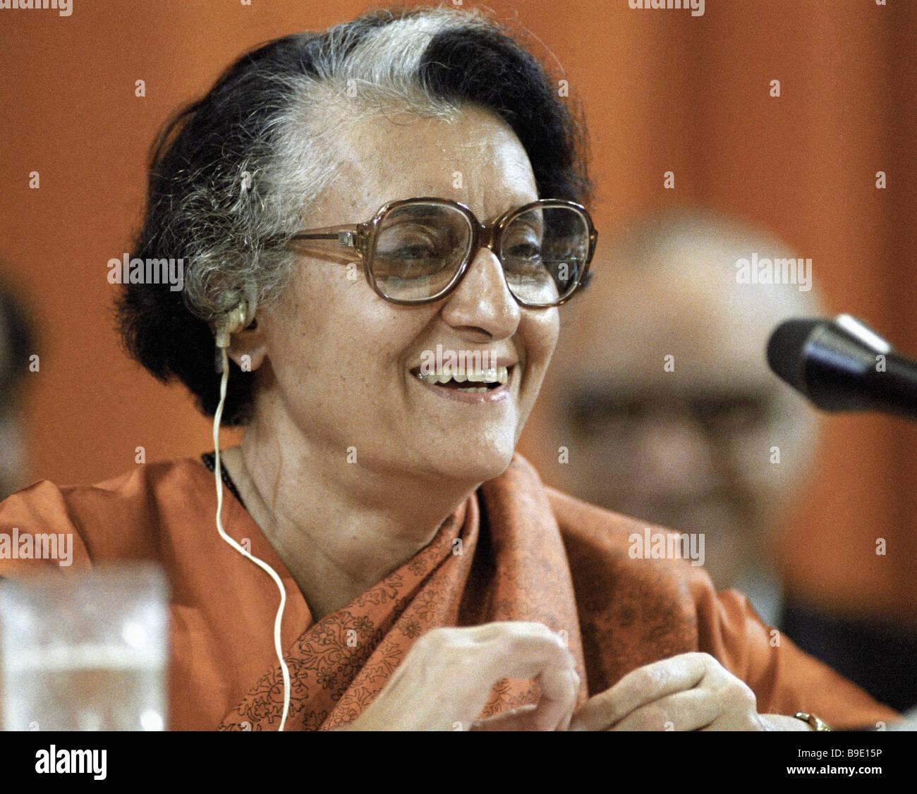 Primeiro-ministro da Índia Indira Gandhi dando uma entrevista durante sua visita para a União Soviética Imagens de Stock