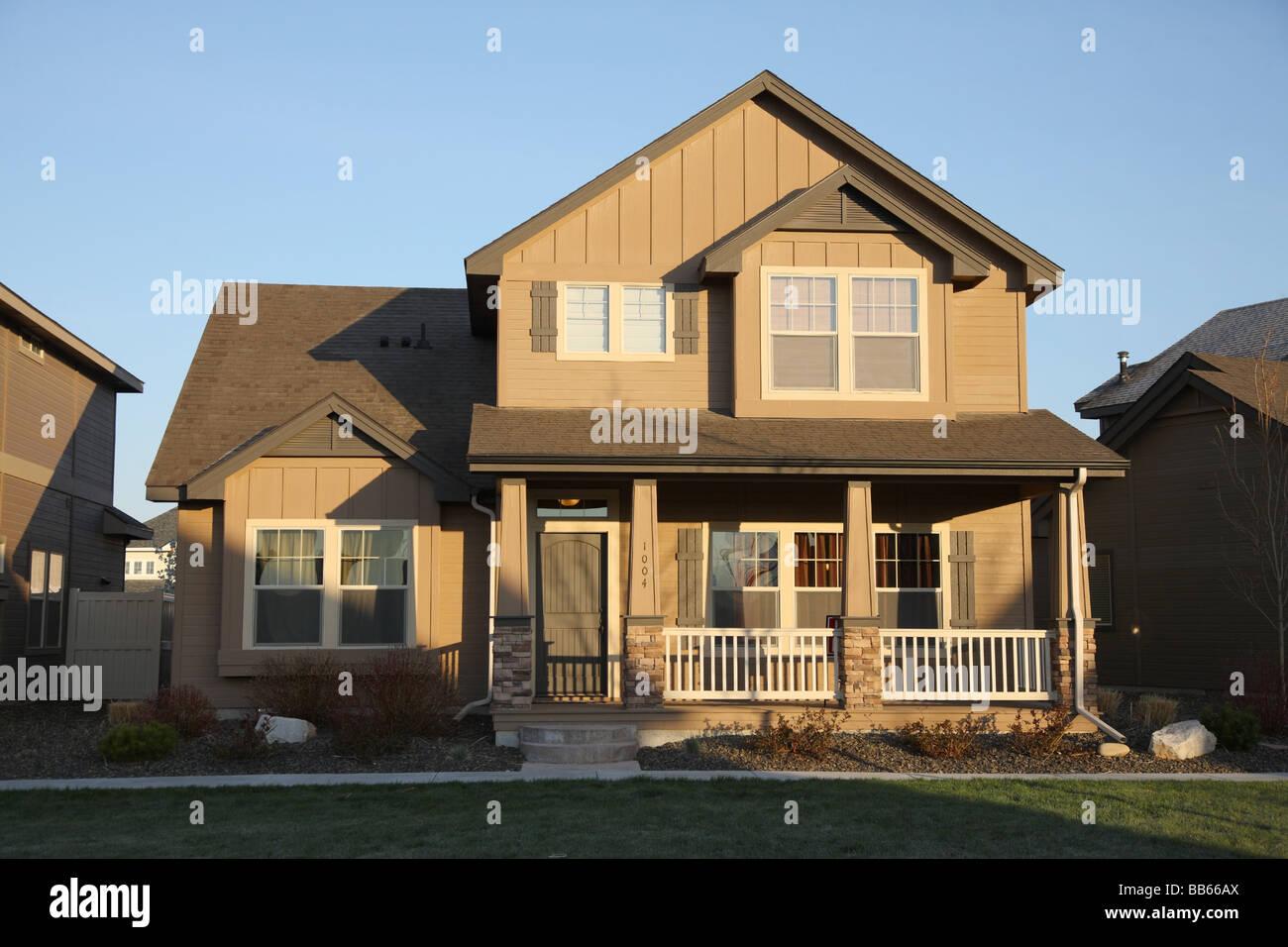 O exterior do suburban home Imagens de Stock