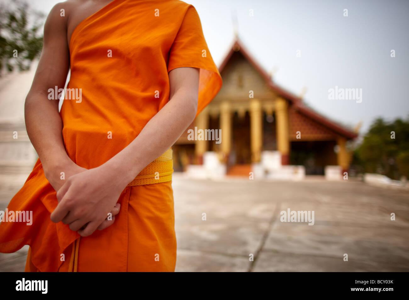 Um monge em Wat Hor Xieng, Luang Prabang, Laos Imagens de Stock