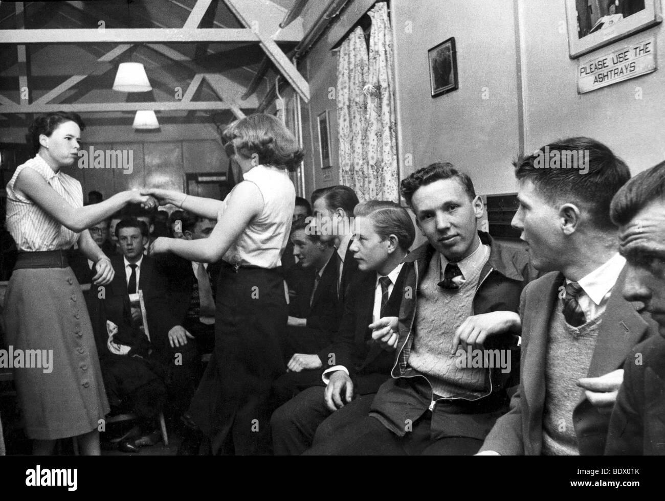 Clube de dança adolescente no sul de Londres em 1957 Imagens de Stock