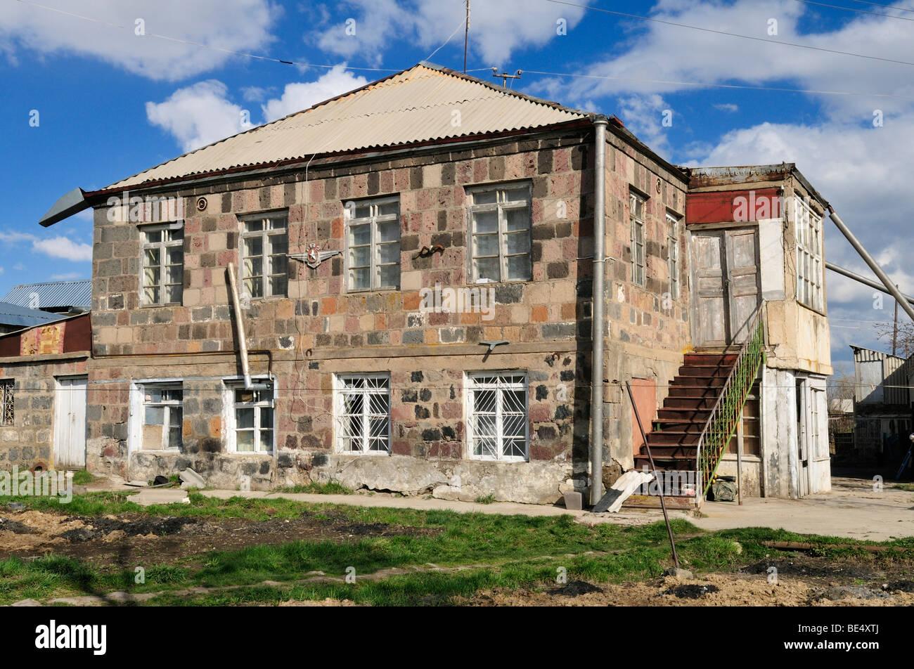 Antiga quinta em uma aldeia de montanha perto de Sisian, Arménia, Ásia Imagens de Stock