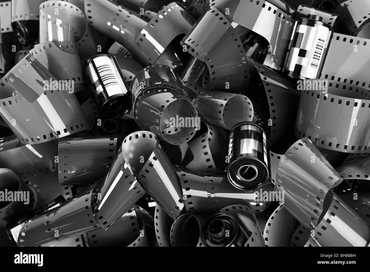 Pilha de 35mm de película fotográfica Imagens de Stock