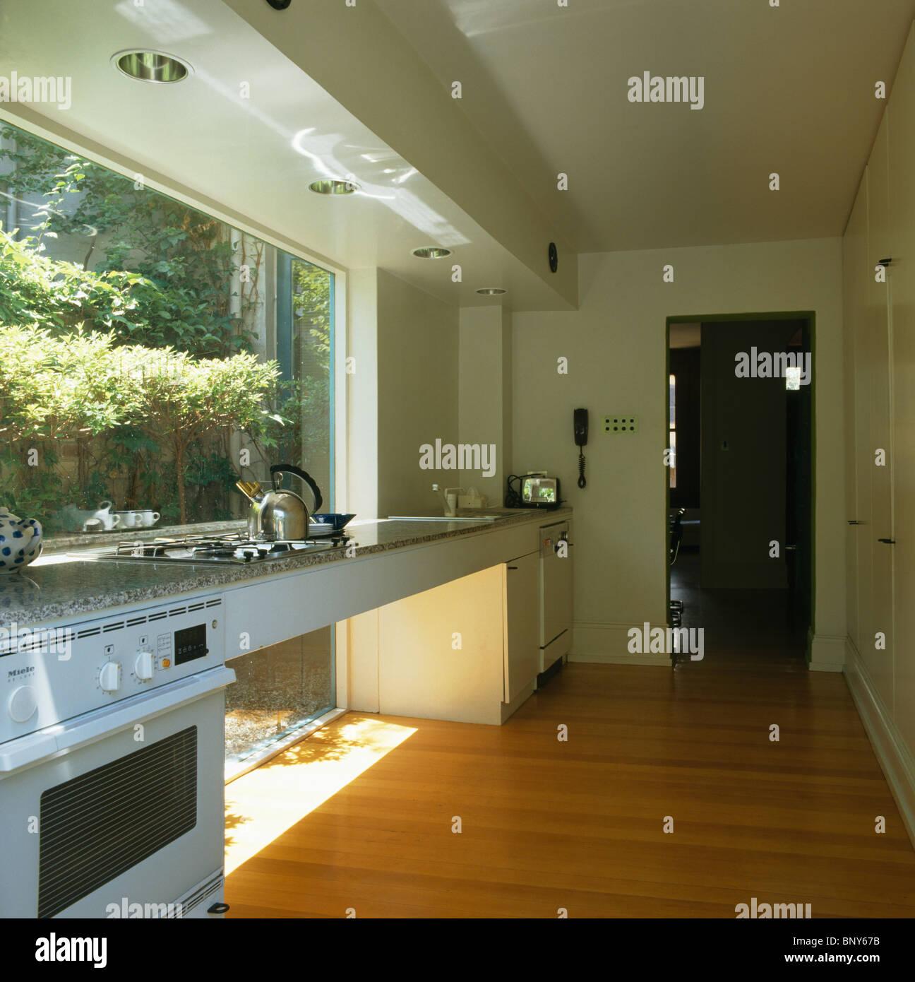 Prateleiras Na Cozinha Moderna Com Um Ar Uchitechud Essa Cozinha