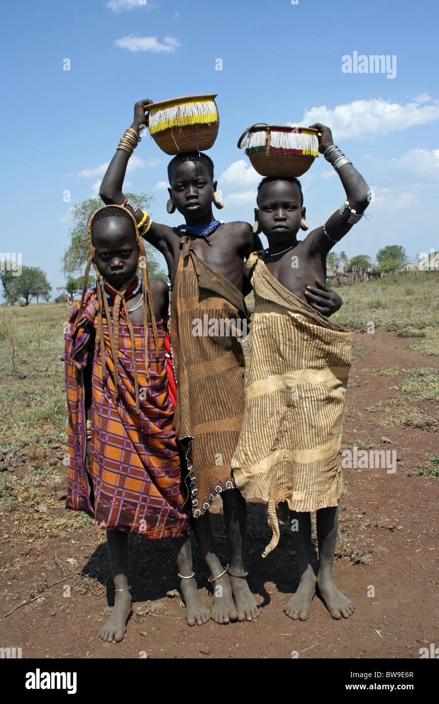 Muitas vezes African Tribe Fotos & African Tribe Imagens de Stock - Alamy RU31