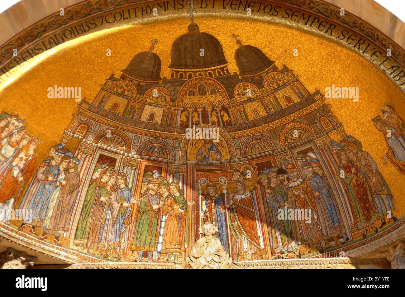 Tradução do Corpo de mosaico - Basílica de São Marcos - Veneza Foto ...