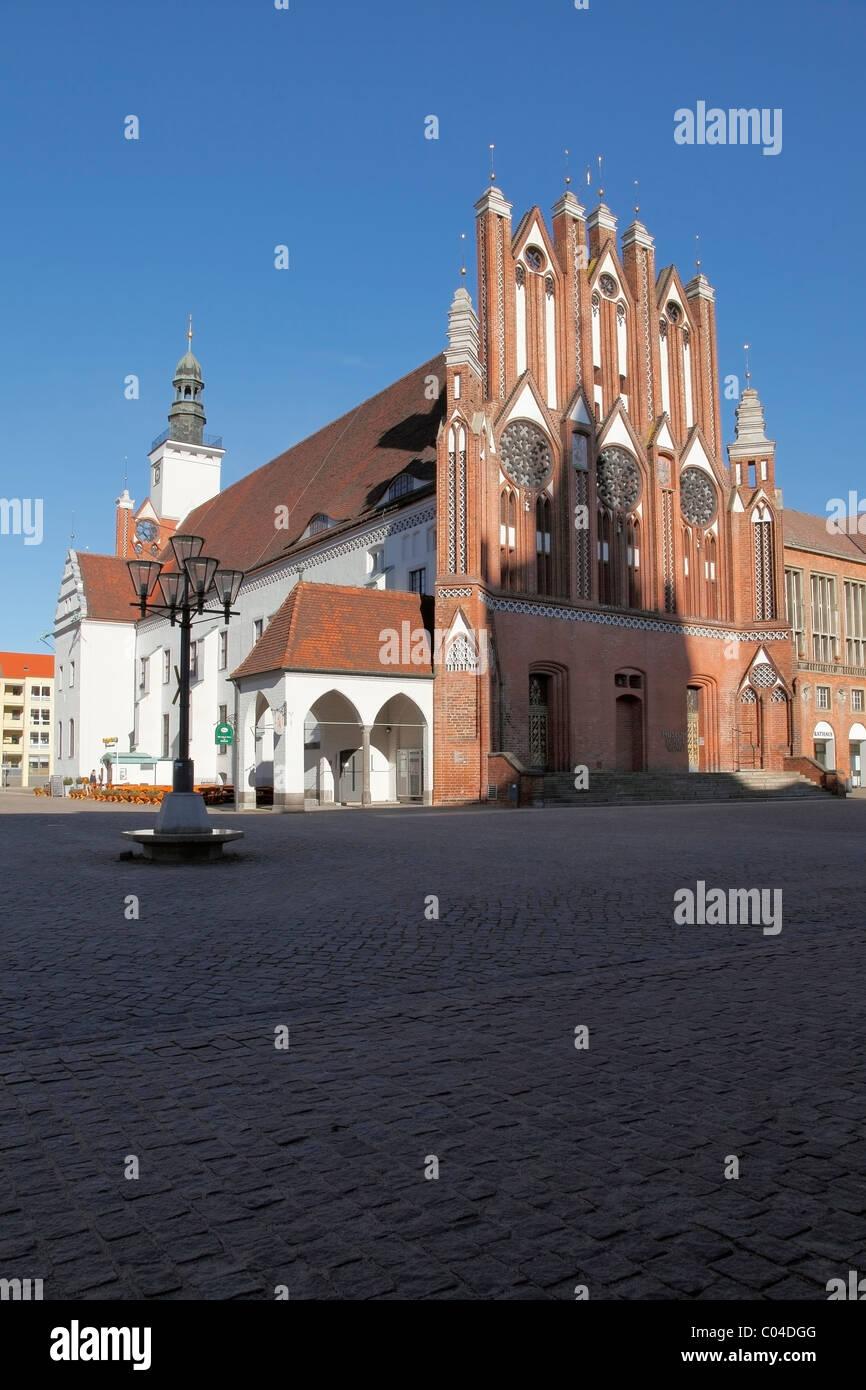 Rathaus e o Museu Junge Kunst, Frankfurt an der Oder, Brandeburgo, Alemanha Imagens de Stock