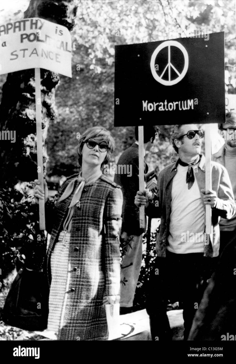 JOANNE WOODWARD e Paul Newman protestar contra a guerra do Vietname, 1969 Imagens de Stock