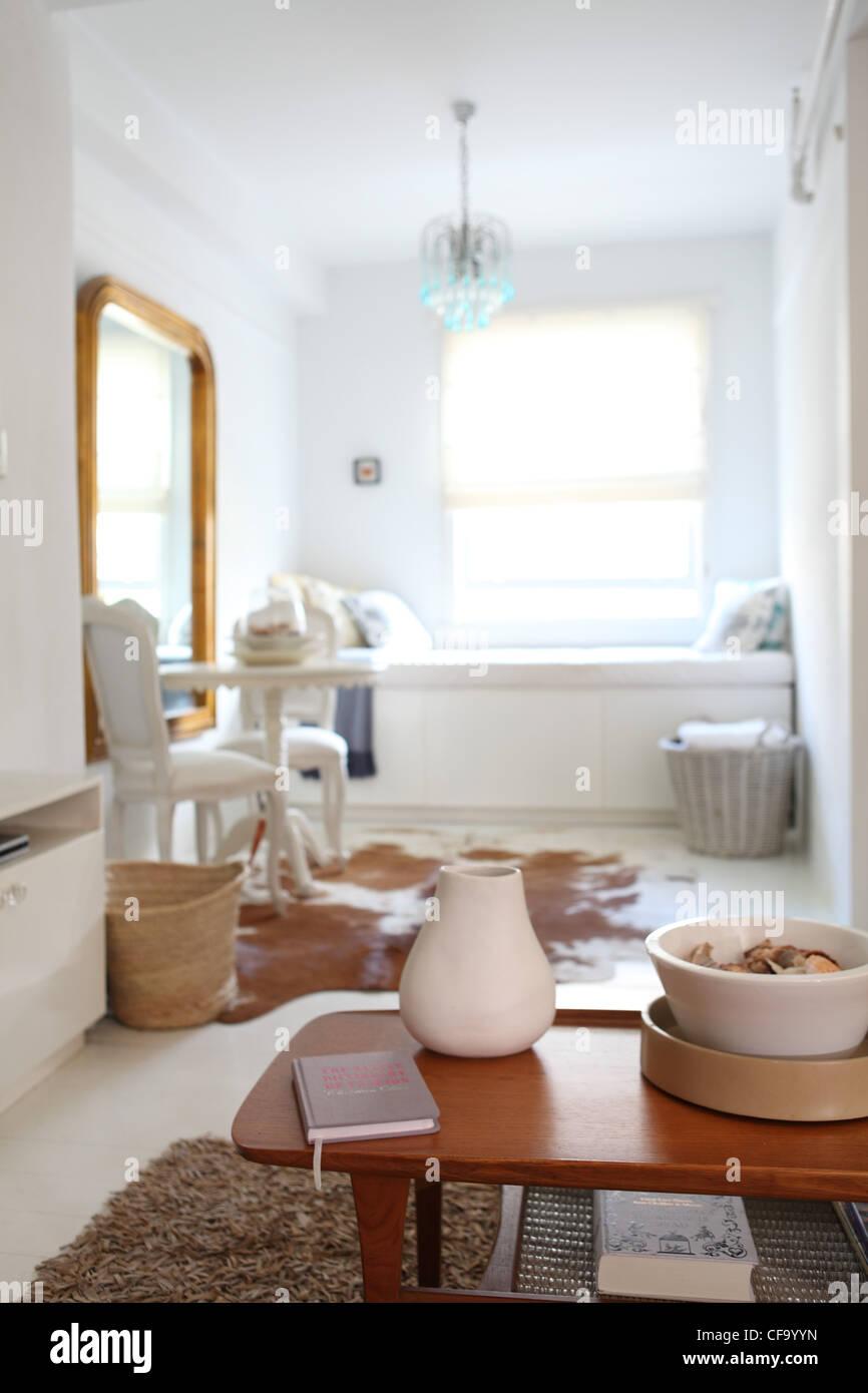 Sydney Apartamento Sala Interiwith Janela Personalizada Almofadas De  -> Lustre Para Sala De Apartamento