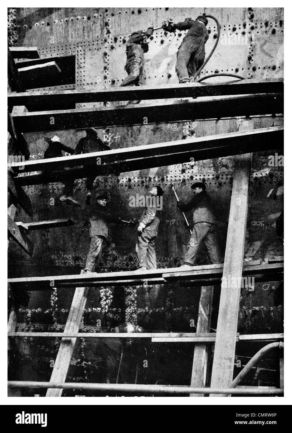 1918 Navio de fresas de construção de fabricação de orifícios de rebite pintores worken Imagens de Stock