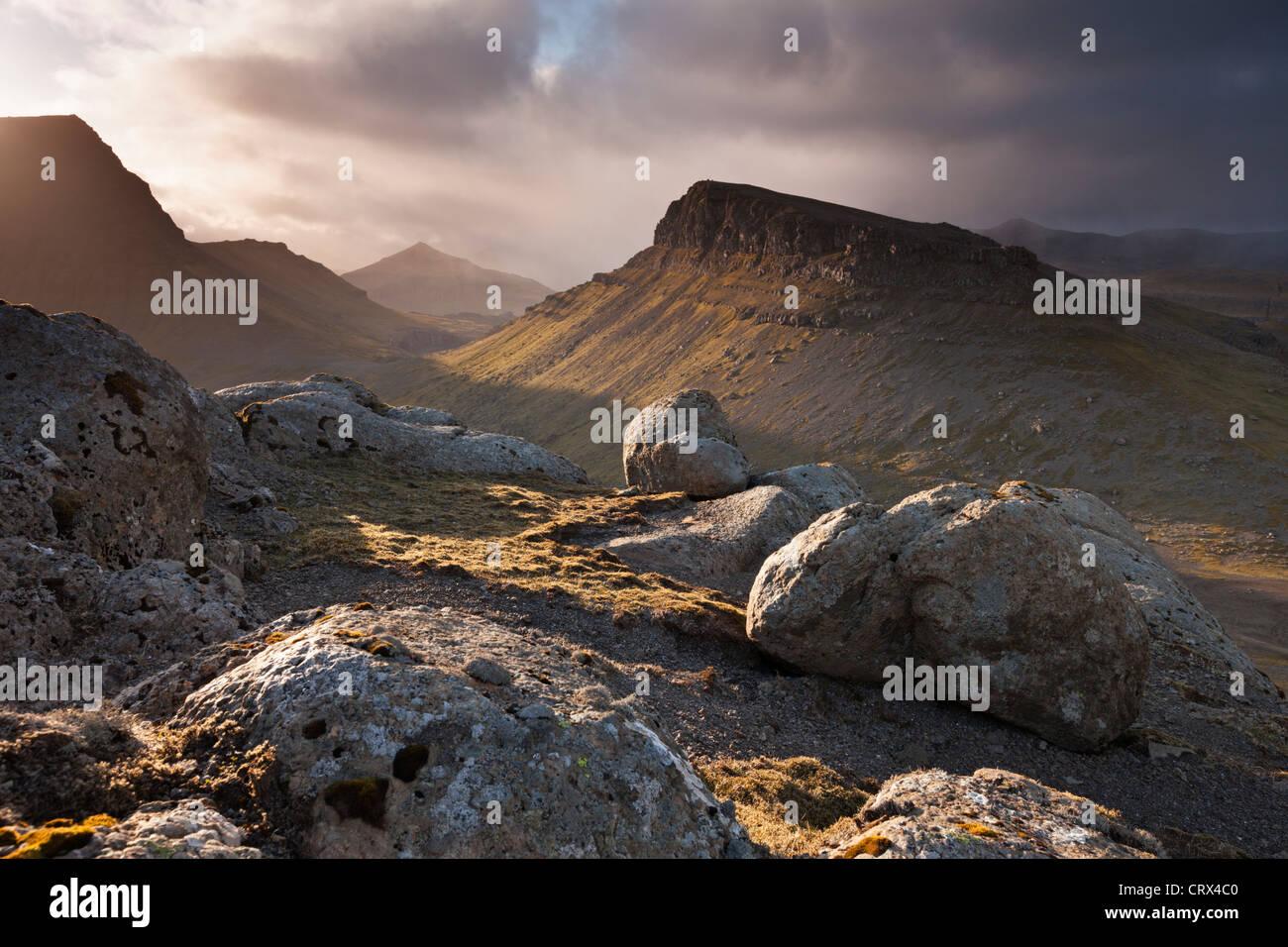 Interior montanhoso da ilha de Streymoy, uma das Ilhas Faroé. Mola (Junho) 2012. Imagens de Stock