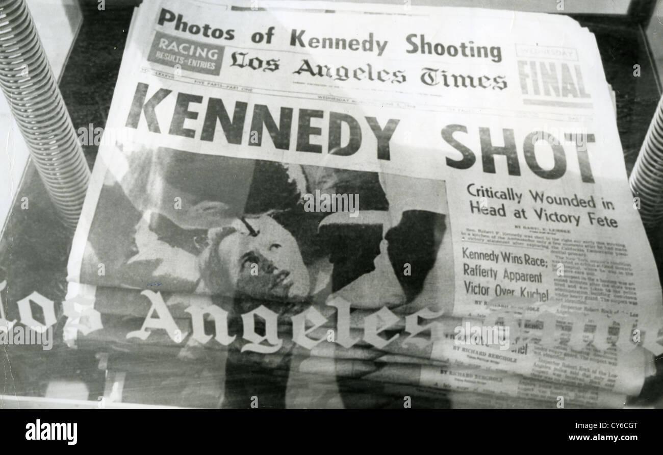 ROBERT F. Kennedy (1925-1968) página frontal do Los Angeles Times detalhando o seu assassinato em 5 de Junho Imagens de Stock
